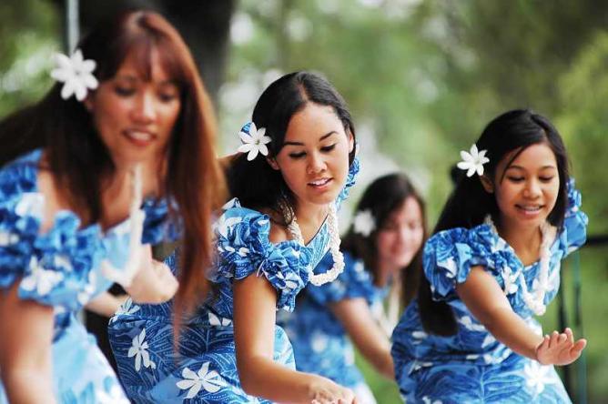 Fijian Dancing | © John Watson/Flickr