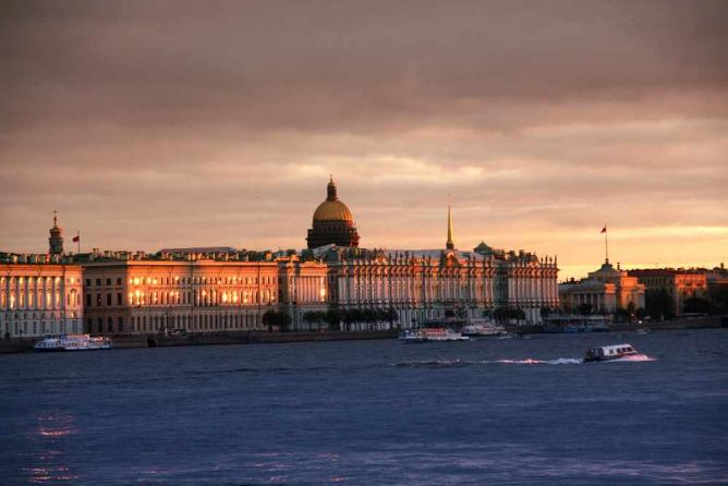 The Neva River | © emilstefanov/Flickr