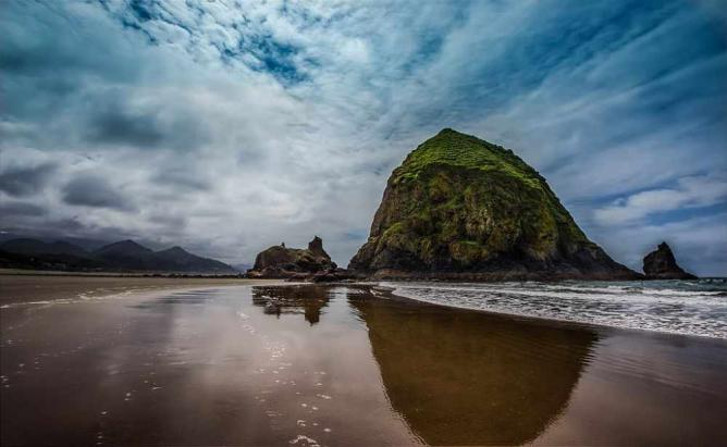 Haystack Rock, Cannon Beach, Oregon | © Tiger635/WikiCommons