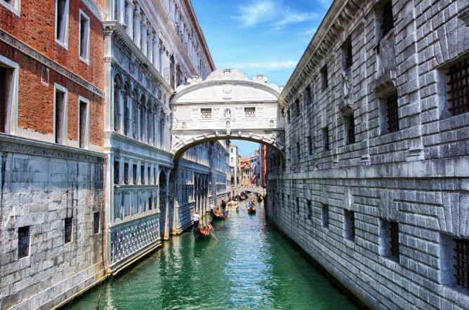 Bridge of Sighs | © AdamSmok/Flickr