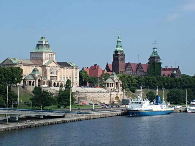 The Piast Boulevard and Szczecin's old town | © Horvat/WikiCommons