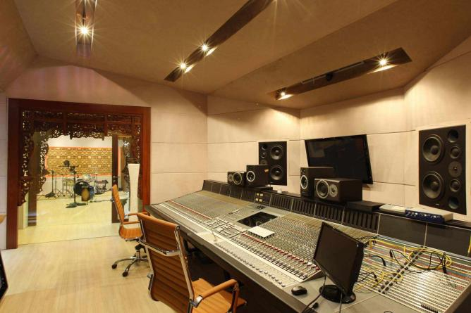 Villa Swara Padi Tracking Room and Control Room