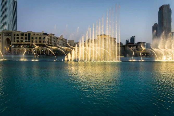 Dubai Fountain |© Natalie Maguire/ Flickr