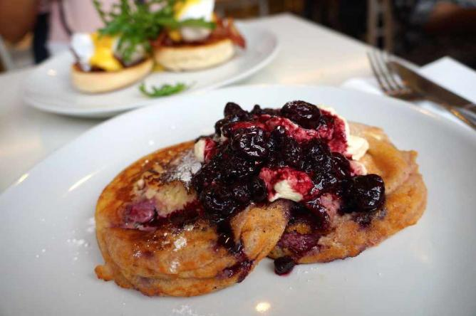 Raspberry and ricotta pancakes | © Jessie Lim