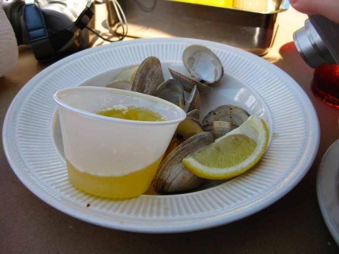 Steamed clams at The Blue Crab | © Rudi Riet/Flickr