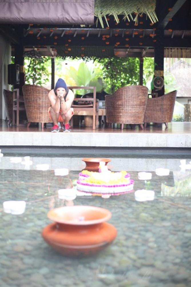 Artist CRUICKSHANK takes pause in the Villa Swara Padi courtyard, Photo by Kim Nieva