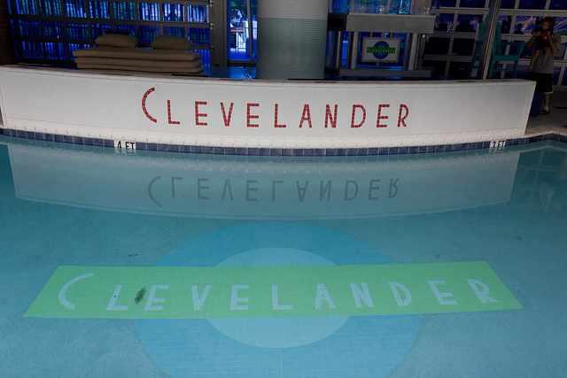 Clevelander Pool | ©mrlaugh/Flickr