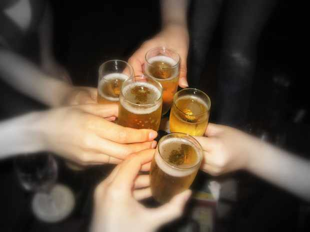 Cheers with Friends | ©BluEyedA73/Flickr