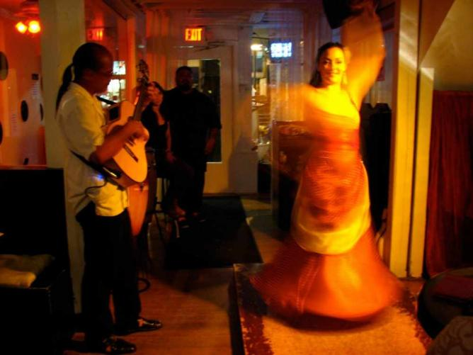 Flamenco at Café Citron | © Michael Perez/Flickr