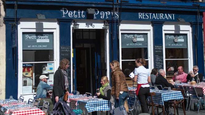 Petit Paris   © STV Photos/Flickr