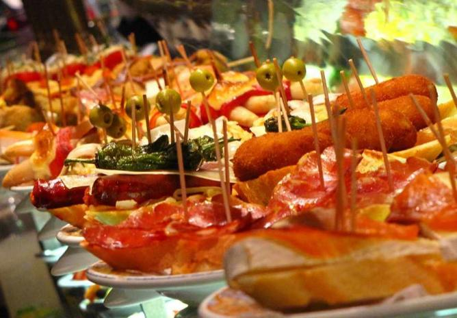 Selection of Tapas I © Elemaki/Wikipedia