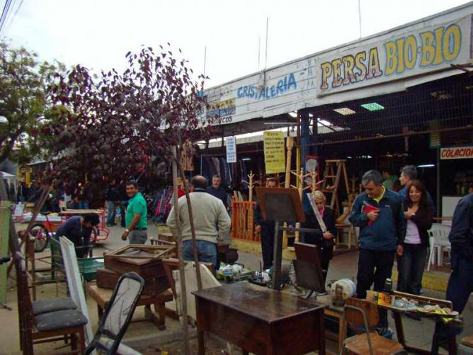 The best markets in santiago de chile for Bar de madera persa bio bio