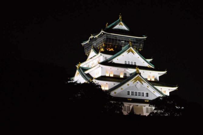 Osaka Castle at night | © Aapo Haapanen/Flickr