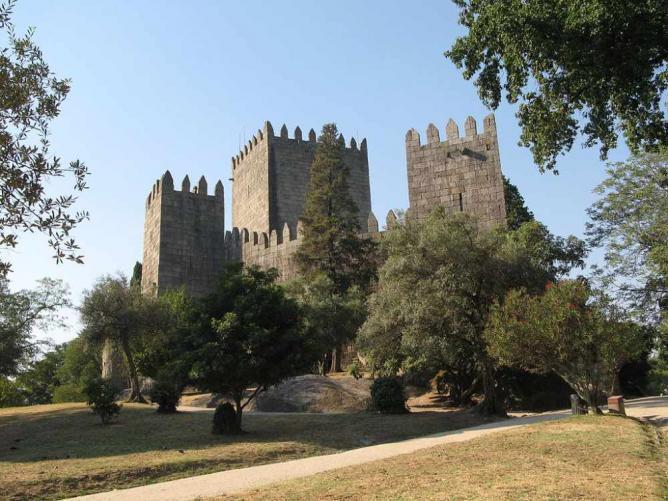 Guimaraes Castle © Béria Lima/WikiCommons