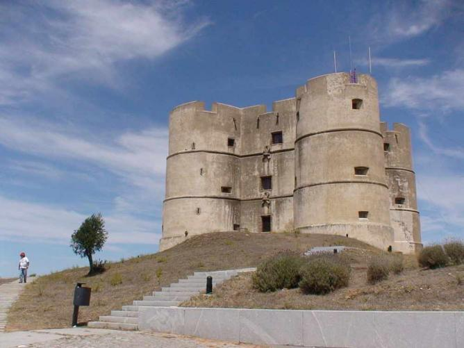 Castle of Evoramonte Júlio Reis/WikiCommons