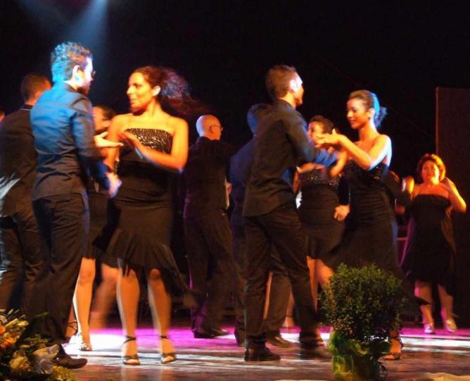 Mambo dancing | © gnuckx/Flickr