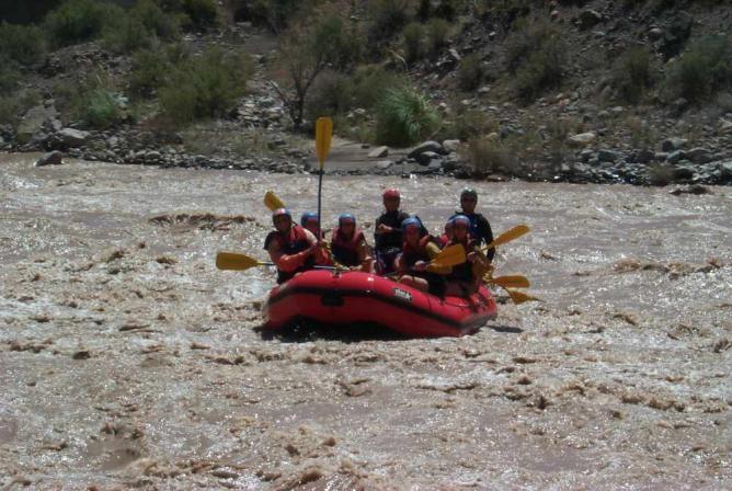 Rafting on Rio Mendoza   © Roberto Fiadone/WikiCommons