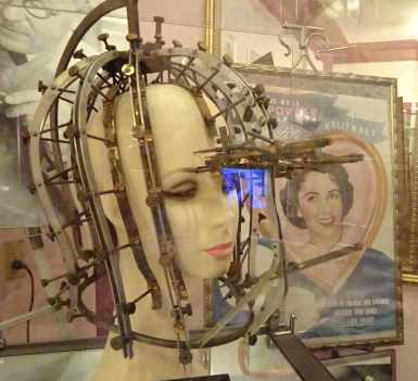 "Max Factor's ""Beauty Calibration Machine"" (1932) /The Hollywood Museum"