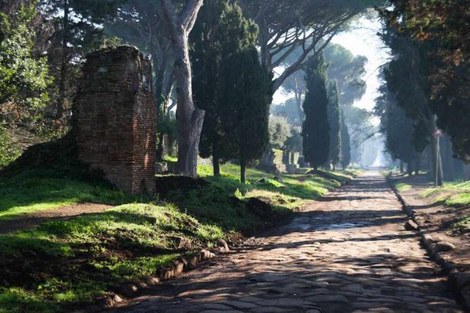 Rome's Via Appia Antica   © LisArt/Flickr