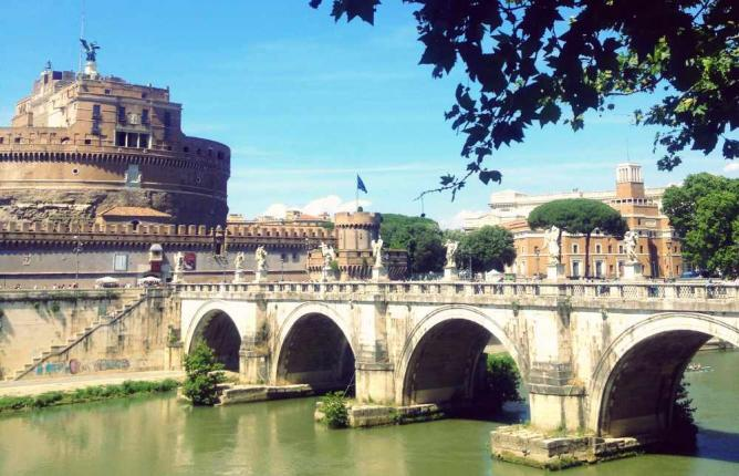 The stunning Tiber River | Courtesy of Marianna Hunt