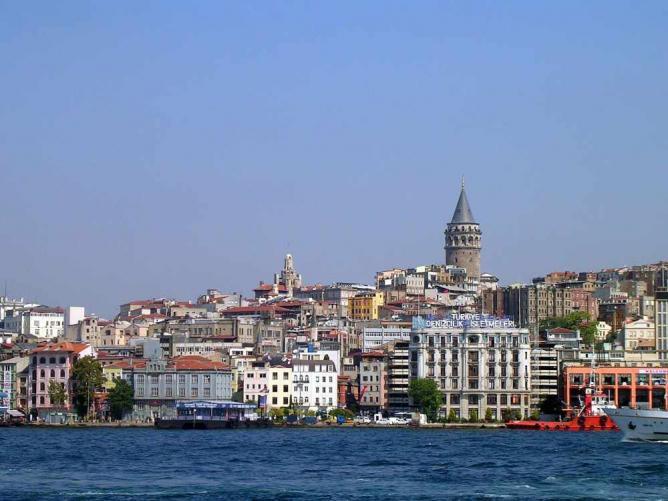 A view of Karaköy from the Bosphorus | © Christian Koehn/WikiCommons