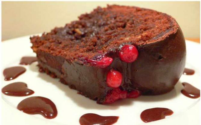 Chocolate fudge cake | © Elaine Ashton/Flickr