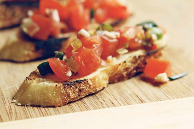 Tomato bruscettas | © Drew Dies/Flickr