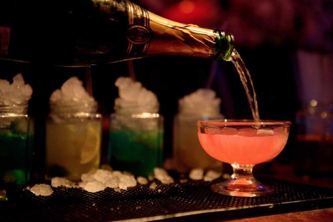Champagne Cocktail | ©Wonderland Bar
