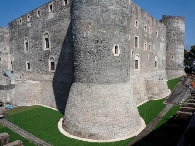 Castello Ursino | Duncan Hull/Flickr