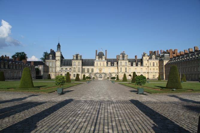 The 10 most beautiful castles in france for Hotel fontainebleau france