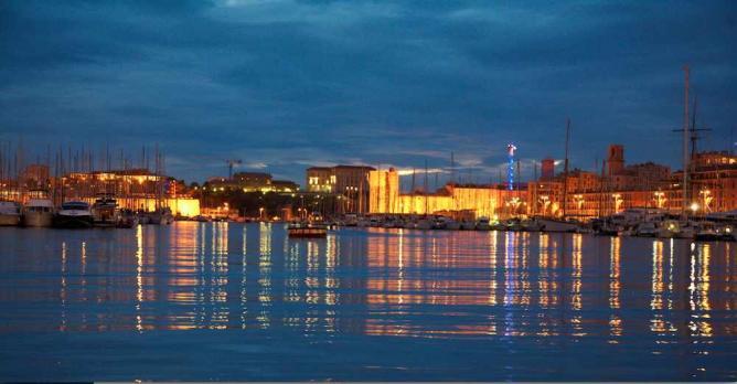 Sunset at the Vieux Port | © RalfSmallkaa/Flickr