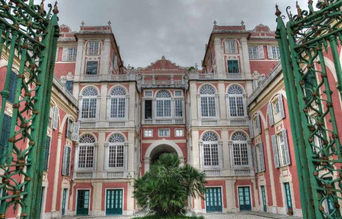 Palazzo Reale | © francesco la ragione/Flickr
