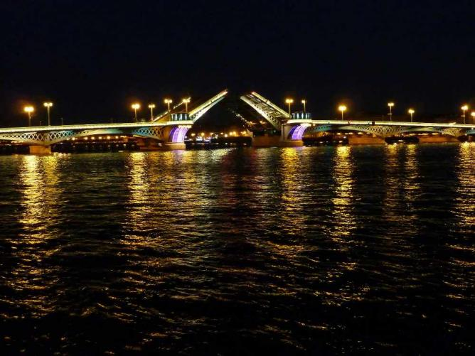 The raising of Troitsky bridge   © Fotorus/Flickr
