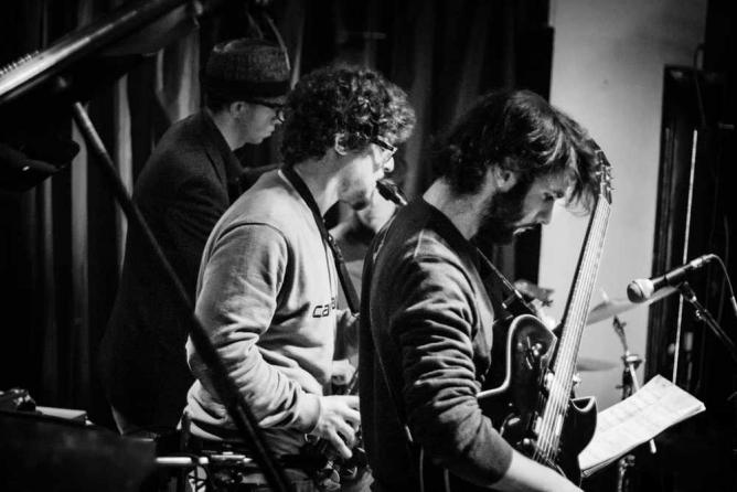Live music at Hot Five | Fabio Barros/Flickr