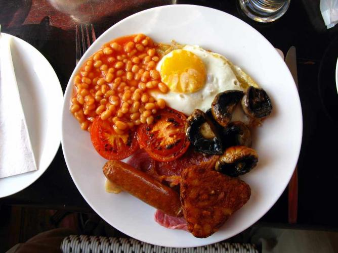 A traditional full English breakfast | © Joadl/WikiCommons