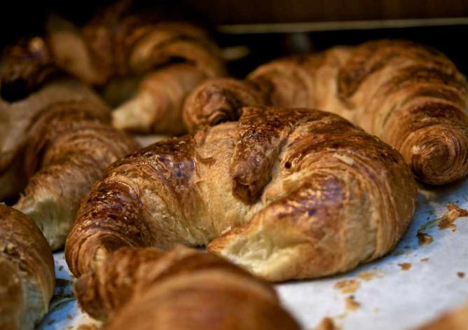 Warm, freshly baked breakfast pastries | © Zdenko Zivkovic/Flickr