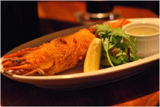 Deep fried crispy prawn | © Yumi Kimura/ Flickr