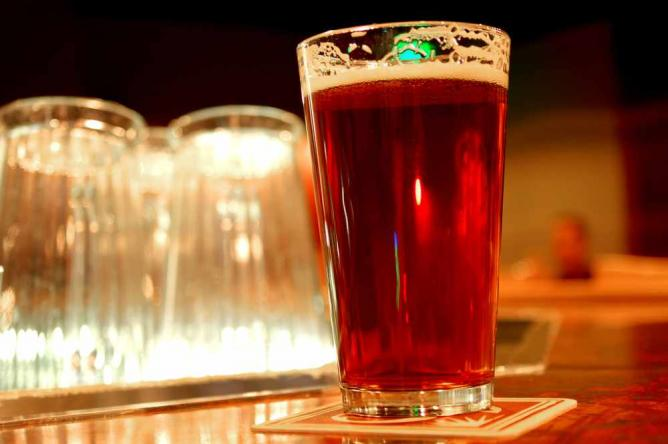 Pint of 90 Shilling Amber Ale | © Michael Fajardo/Flickr