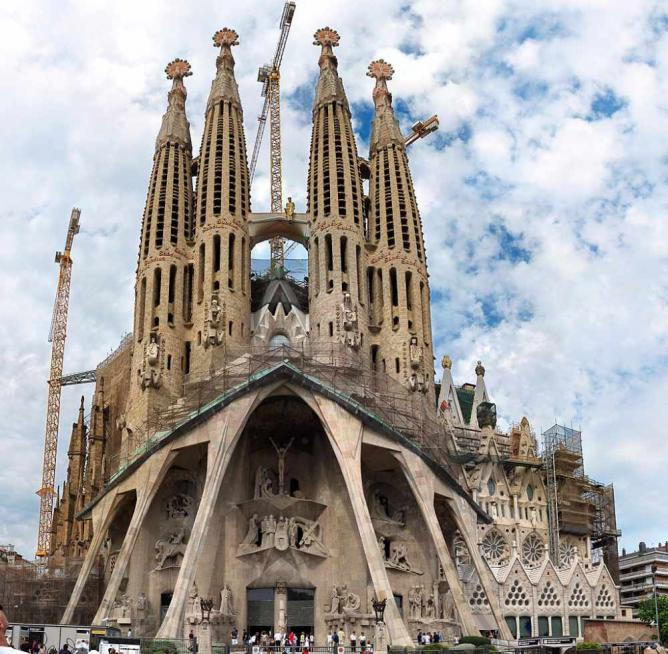 The most beautiful churches in barcelona for Barcelona famila