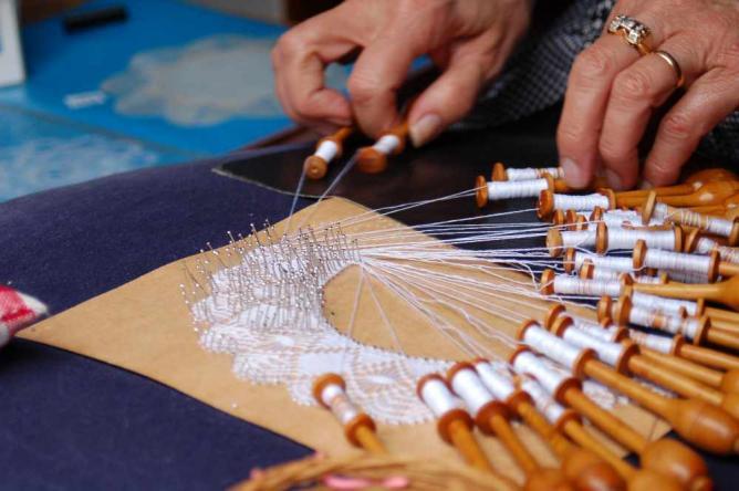 Lace making | © James/Flickr