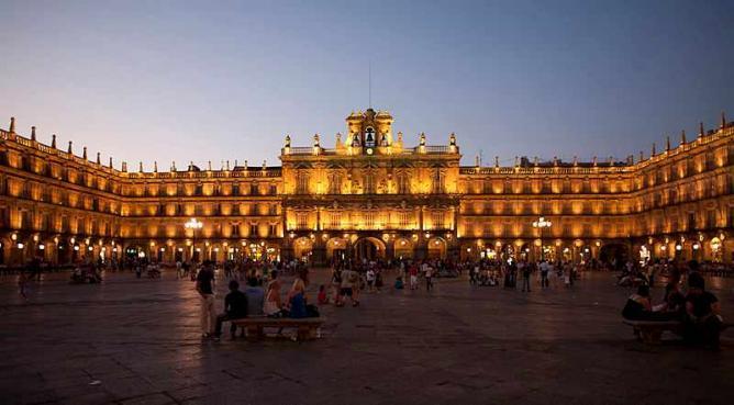 The dazzling Plaza Mayor | © PMRMaeyaert/WikiCommons