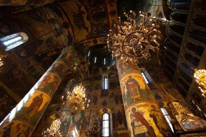 The interior of the Assumption Cathedral | © jimmyweee/WikiCommons
