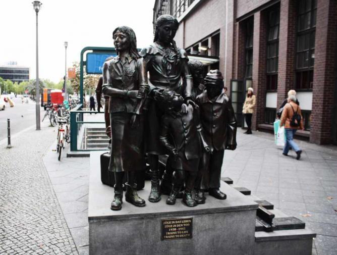 Kindertransport Memorial Statue, Berlin ©Wikicommons