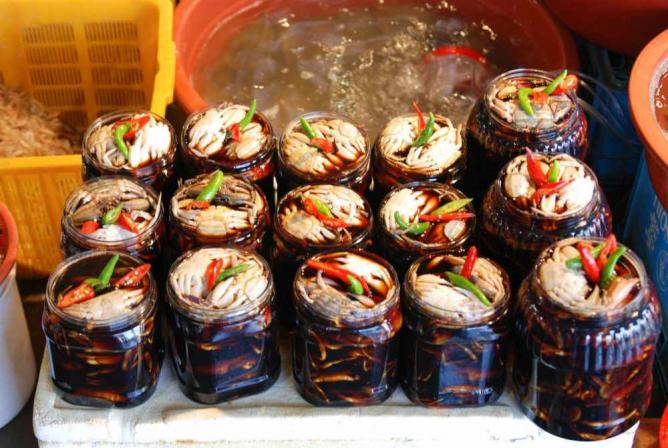 Korean preserved crabs sold in Incheon Fish Market © Lazy Monkey/Flickr