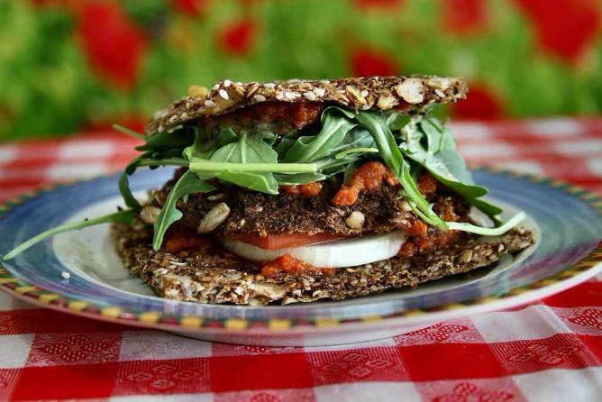 Raw Vegan Veggy Patty © NuageCafe/WikiCommons