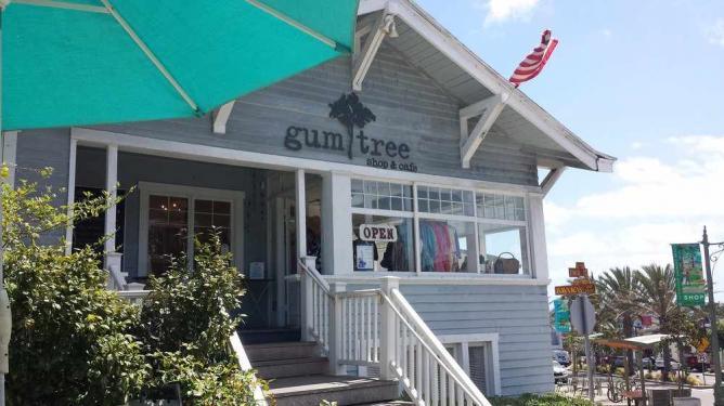 Gum Tree Cafe at Hermosa Beach | ©yelpcdn