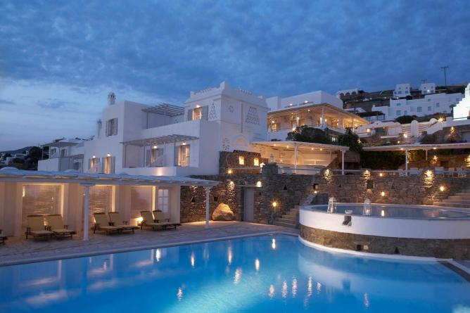Porto Mykonos by night | Courtesy of Porto Mykonos and Christos Drazos