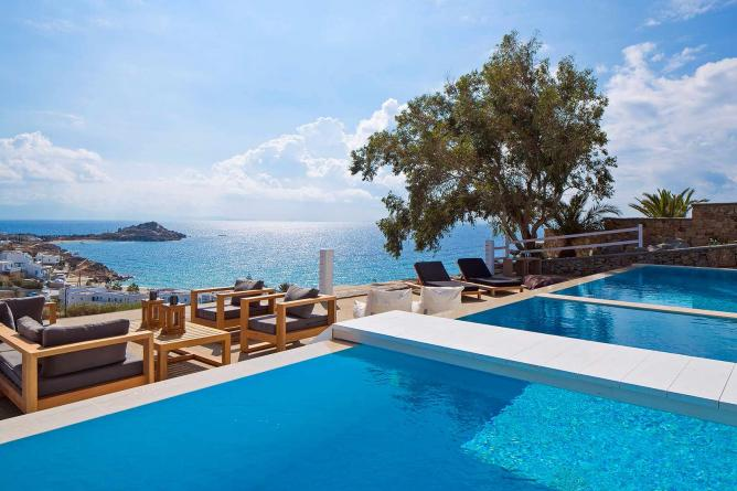 Private pool and view of the sea | Courtesy of Myconian Ambassador