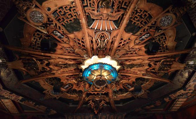 TCL Chinese Theater | © Dante Cipponeri