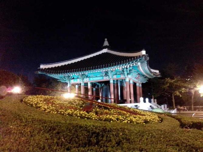 Yongdusan Park at night   © 螺钉/WikiCommons